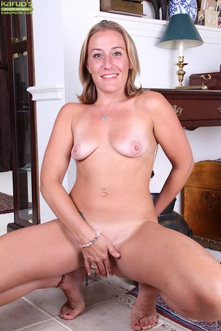 mature tall blonde mom