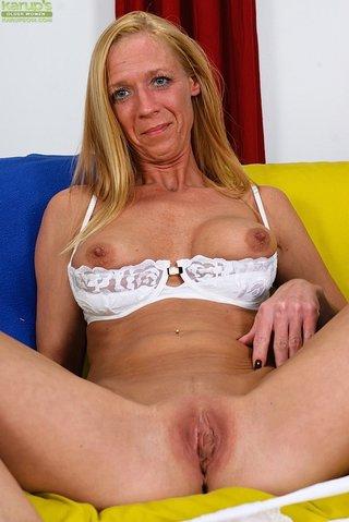 beautiful amateur mom
