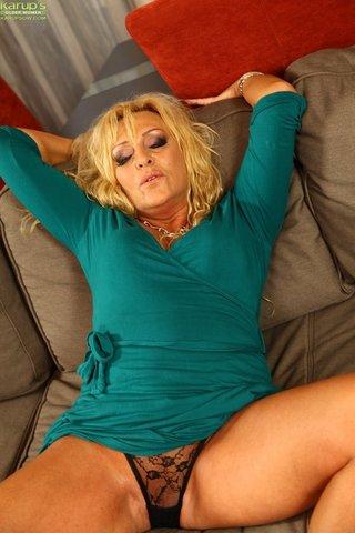 mom saggy tits anal