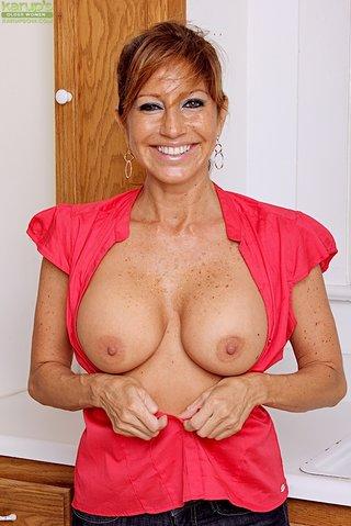 chilean buxom mature mom