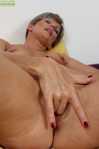 mature gorgeous mom