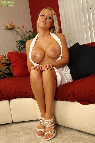 stunning ass mom