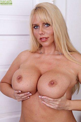 busty lovely mom