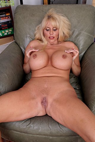 naked hot blonde milf