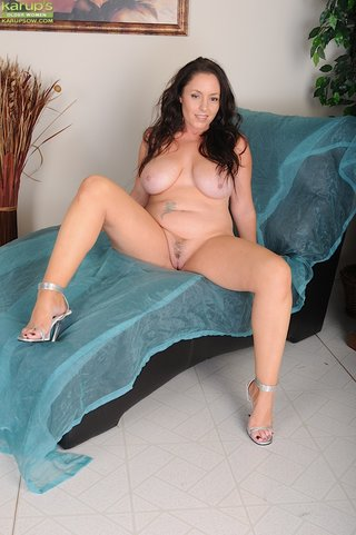 sexy big tit brunette