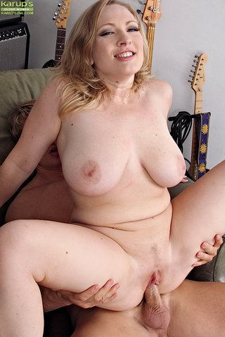 hardcore curvy mom