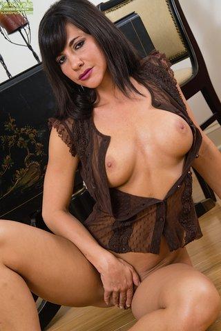 british huge tits mom