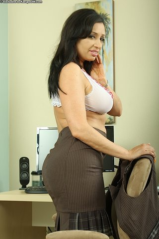 greek hot latina mom
