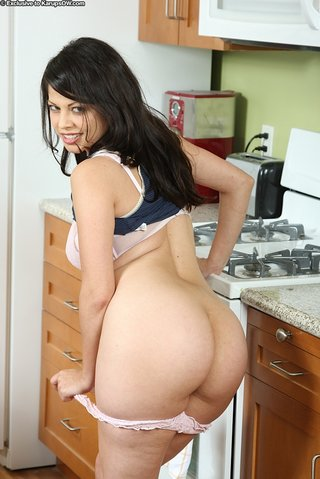 nude latina mom