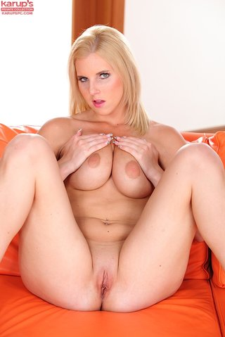 sexy tight shaved pussy