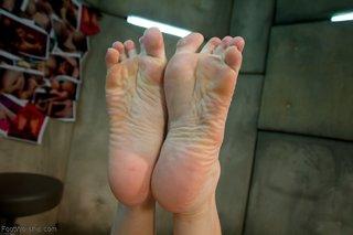 mature pretty feet