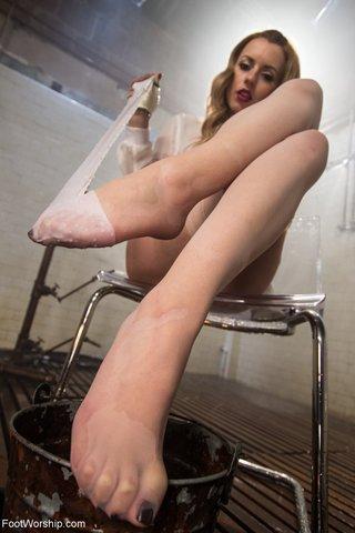 stunning toes feet