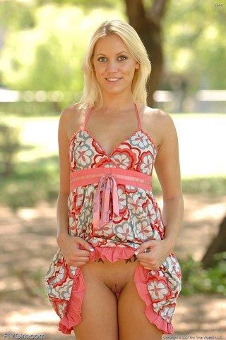 blonde park masturbation