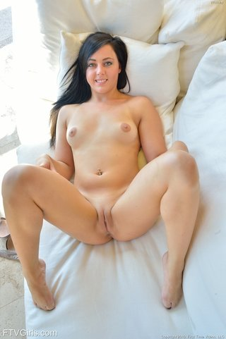 shaved pussy flash