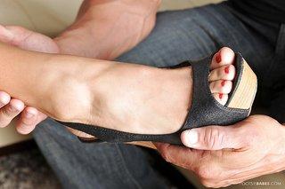 mature toes footjob