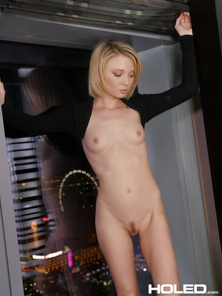 short hair skinny blonde