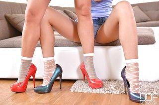 spaniard lesbian foot