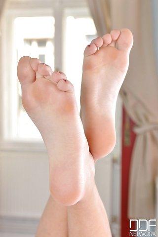 hungarian brunette legs feet