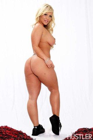 nude cheerleader