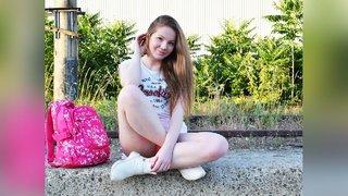 18yo white girl