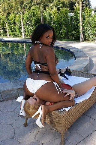 Ebony Lesbian Face Sitting